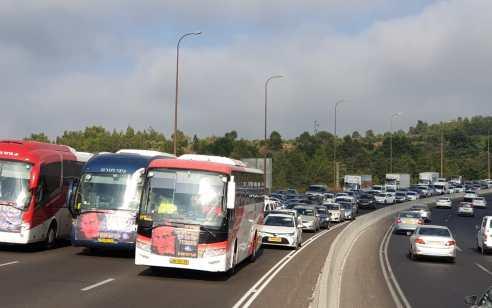 מחאת חברות ההסעות הפרטיות: עשרות אוטובוסים חוסמים את העלייה לירושלים