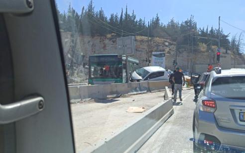פצועה בינוני ופצוע קל בתאונה סמוך לצומת הכניסה לרמת שלמה בירושלים