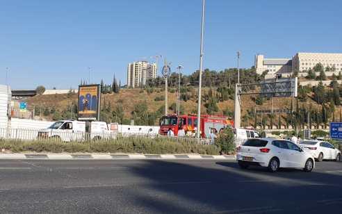 ירושלים: בן 35 נפגע מרכב בצומת רמות – מצבו בינוני