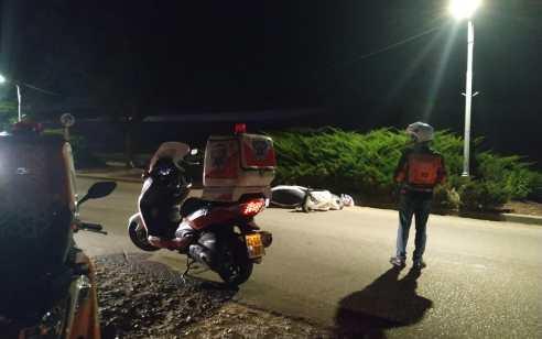 רוכב אופנוע כבן 50 נפצע קשה בתאונה בכניסה למושב אֲחִיטוּב