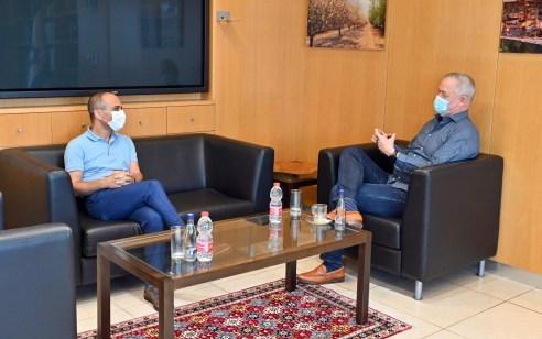 """גנץ נפגש עם פרויקטור הקורונה פרופ' רוני גמזו: """"בכוונתי לגבות את פעילותו ולעשות הכל בכדי שיצליח"""""""