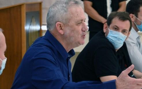 בשל חשיפה לחולה קורונה: שר הביטחון גנץ נכנס לבידוד