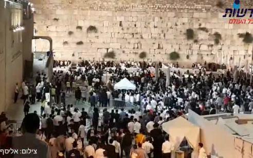 עם ישראל מתאבל בשריד המקדש במתכונת קורונה – עשרות פרצו את המחסומים | תיעוד