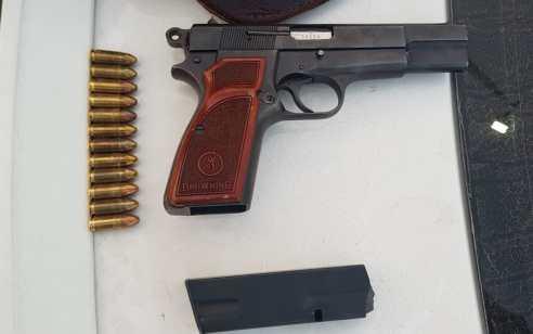 כוחותינו עצרו ערבי מג'נין שהחזיק אקדח טעון ברכבו כשהוא מוסלק בתא הכפפות