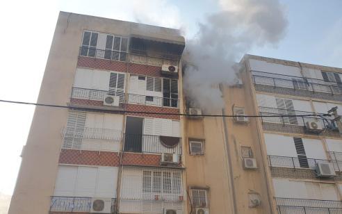 פצוע בינוני ופצועה קל עד בינוני בשריפה בדירה בחולון