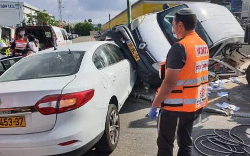 נהג רכב נפצע בינוני ושלושה קל בתאונה בקרית מלאכי