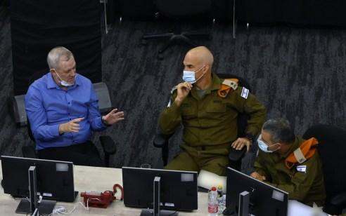 """שר הביטחון גנץ על בלוני התבערה בדרום: """"אם חמאס לא יפסיק בשיגור בלוני התבערה- נגיב בעוצמה"""""""