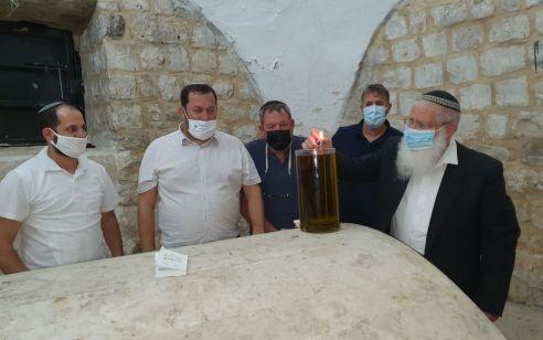 בשל הקורונה: מספר מצומצמת של אנשים נכנסו הלילה לקבר יוסף – וגילו השחתה וונדליזם