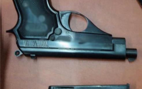 חולון: המשטרה תפסה אקדח ועצרה שני חשודים