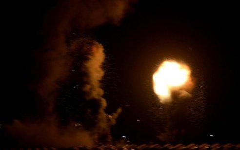 """טנקים של צה""""ל תקפו מטרות של חמאס בעזה בתגובה להמשך הפרחות בלוני הנפץ והתבערה"""