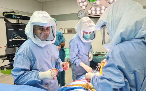 רובוט חדשני לניתוחי החלפת מפרק ברך במרכז הרפואי מאיר