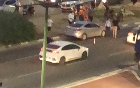 רוכב אופניים חשמליים כבן 20 נפגע מרכב באשקלון – מצבו אנוש