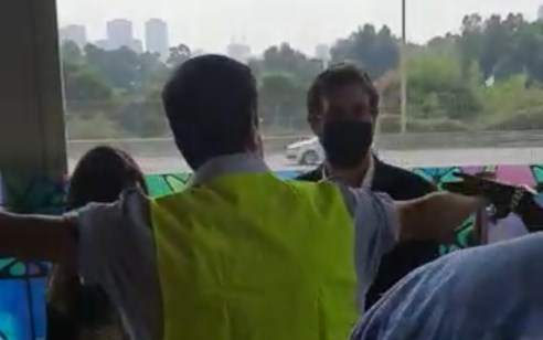 ״חרדים לא עולים ברכבת״: צפו בסרטון מתחנת רכבת בת ים שמסעיר את הרשת