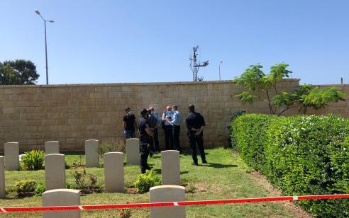 """גופת תינוק אותרה בבית העלמין בשכונת """"כפר סמיר"""" בחיפה – המשטרה פתחה בחקירה"""