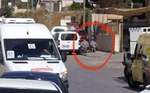 """תקרית חריגה באזור רמאללה: כוח צה""""ל עצר שוטרים פלסטינים והחרים את כלי הנשק שלהם"""