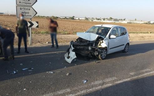 פצוע בינוני ושניים קל בתאונה בכניסה למושב אמונים