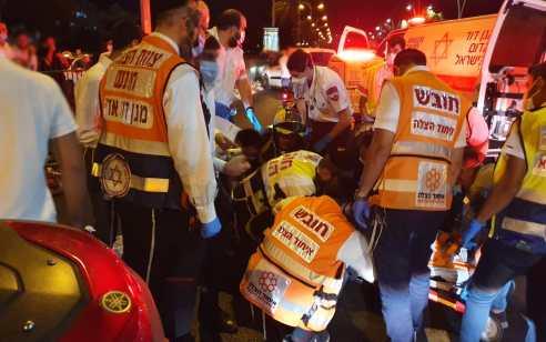 רוכב אופניים חשמליים בן 35 נפגע מרכב באשדוד – מצבו קשה