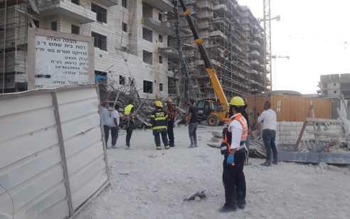 פועל נפצע קשה וארבעה נוספים בינוני וקל בנפילת פיגום באתר בנייה בבית שמש