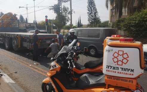 רוכב אופנוע כבן 30 נפצע בתאונה בהוד השרון – מצבו בינוני
