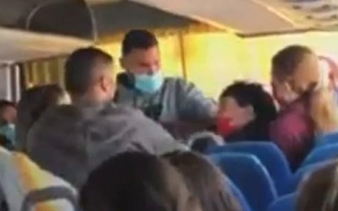 בגלל מסכה: אישה חרדית נעצרה באוטובוס בכוח על ידי שוטרים | צפו