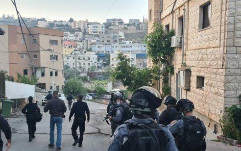המצוד אחר רוצח גרושתו בעראבה: נעצרו 10 בני משפחתו בחשד שסייעו לו להסתתר והפריעו לשוטרים