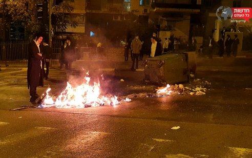 ירושלים: 12 מפרי סדר נעצרו לאחר שחסמו כבישים, התעמתו עם שוטרים והציתו פחי אשפה | תיעוד