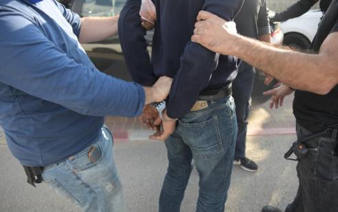 שני תושבי בני ברק נעצרו בחשד שתקפו את שכניהם עם בקבוקי זכוכית ופצעו אותם