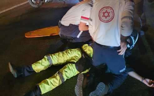 רוכב אופנוע נפצע בתאונת דרכים ברמת השרון – מצבו בינוני