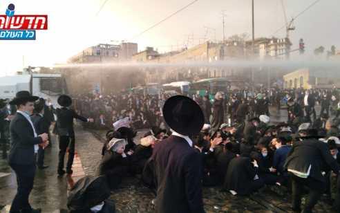 הפלג הירושלמי חסמו את הכניסה לירושלים בעקבות מעצר עריק: 10 חשודים נעצרו – 2 שוטרים נפצעו