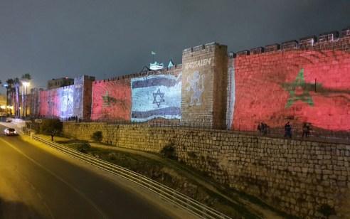 לרגל חתימת הסכם השלום: חומות העיר העתיקה בירושלים הוארו בדגלי ישראל ומרוקו