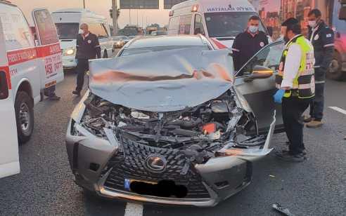 גבר כבן 80 נפצע בתאונה בכביש 5 – מצבו בינוני