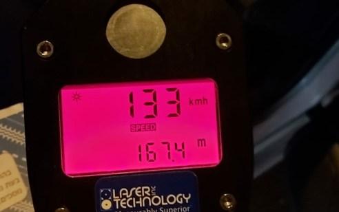 """המשטרה עיכבה הלילה תושב באקה אל גרביה לאחר שנתפס נוהג במהירות של 133 קמ""""ש בבנימינה"""