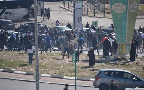 אום אל פאחם: 8 שוטרים ומספר מפגינים נפצעו במחאה נגד האלימות בחברה הערבית – 4 מתפרעים נעצרו