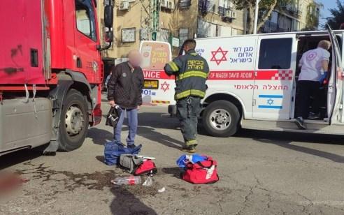 הולכת רגל בת 70 נפצעה קשה מפגיעת משאית בבת ים
