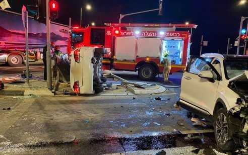 שישה פצועים באורח בינוני וקל בתאונה בכניסה לעיר דימונה