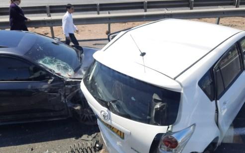 פעוטה בת 3 נפצעה בינוני וחמישה קל בתאונה בין 3 רכבים בצומת בני דרום