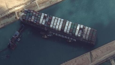 אחרי כשבוע ובתום מאמצים רבים: חולצה הספינה שנתקעה בתעלת סואץ