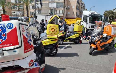 בת 80 נהרגה מפגיעת משאית בתל אביב