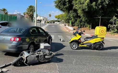 רוכב אופנוע כבן 35 נפגע מרכב בפתח תקווה – מצבו קשה
