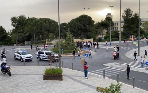 לפחות 6 יהודים נפגעו מהתפרעות של ערבים סמוך להר הצופים חלקם פונו לבית חולים
