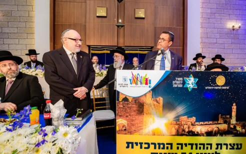 """ראש העיר ירושלים העניק תעודת הוקרה ליונתן פולארד במרכז הרב: """"תושבי ירושלים מודים לך"""""""