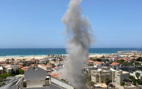 עשרות רקטות נורו תוך זמן קצר: פגיעה ישירה באשקלון ואשדוד – מספר פצועים קשה וקל