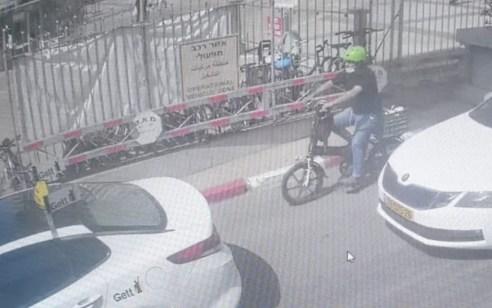 אב חטף את בנו מפגייה באיכילוב ונעצר לאחר שהסיע אותו בארגז אופניים לשיבא