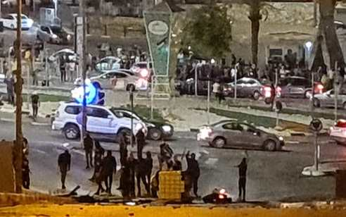 שלושה חשודים נעצרו בחשד ליידוי אבנים לעבר שוטרים באום אל פאחם