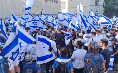 """""""תשובה ניצחת לארגוני הטרור"""": אלפי השתתפו בריקודגלים בירושלים – 17 ערבים נעצרו"""