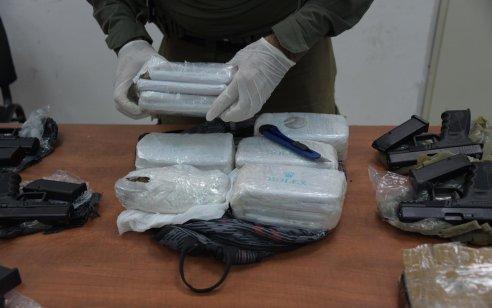 """כוחות צה""""ל ומשטרה סיכלו הברחת אמל""""ח וסמים בגבול לבנון – אב ובנו נעצרו"""