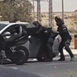 תיעוד דרמטי: נהג נמלט משוטרים סמוך לבאר שבע – ונעצר בתום מרדף וירי
