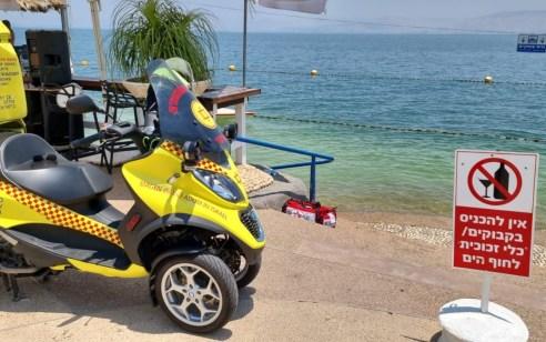 מתרחץ בן 57 נפגע ממנוע של סירה בחוף התכלת בטבריה – מצבו בינוני