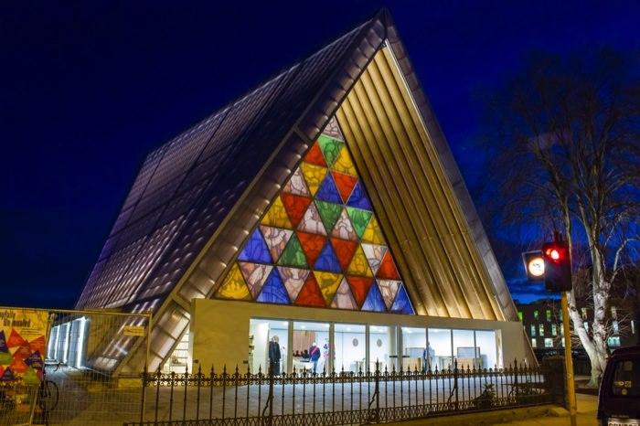 Καταπληκτικοί Χώροι Λατρείας Ναοί Cardboard Cathedral in New Zealand.