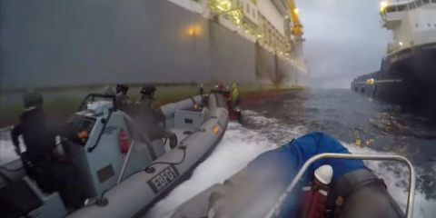 Nαυμαχία μεταξύ Greenpeace και ισπανικού πολεμικού ναυτικού